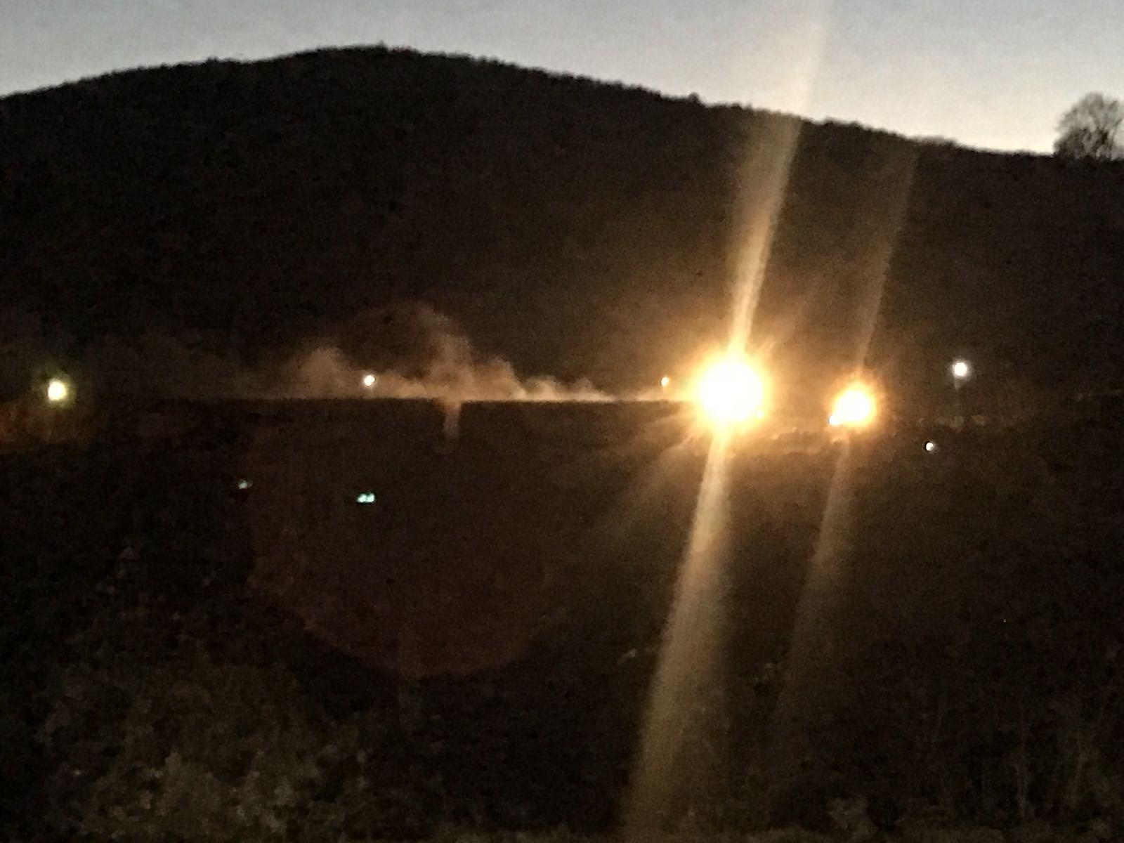 PERICOLUL de explozie din gara Breaza, după ce un vagon cu nitrat de amoniu a luat foc, înlăturat/ Celulă de criză: 16 trenuri, oprite în gări | FOTO, VIDEO