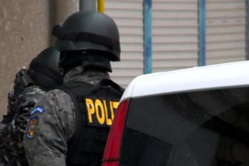 Percheziţii la Biroul de Combatere a Criminalităţii Organizate. Un ofiţer, reţinut de DIICOT