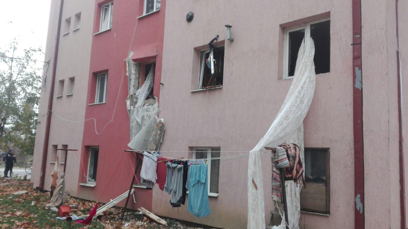 Explozie într-un bloc din Lugoj | Zece apartamente, afectate / Un bărbat a fost rănit | FOTO
