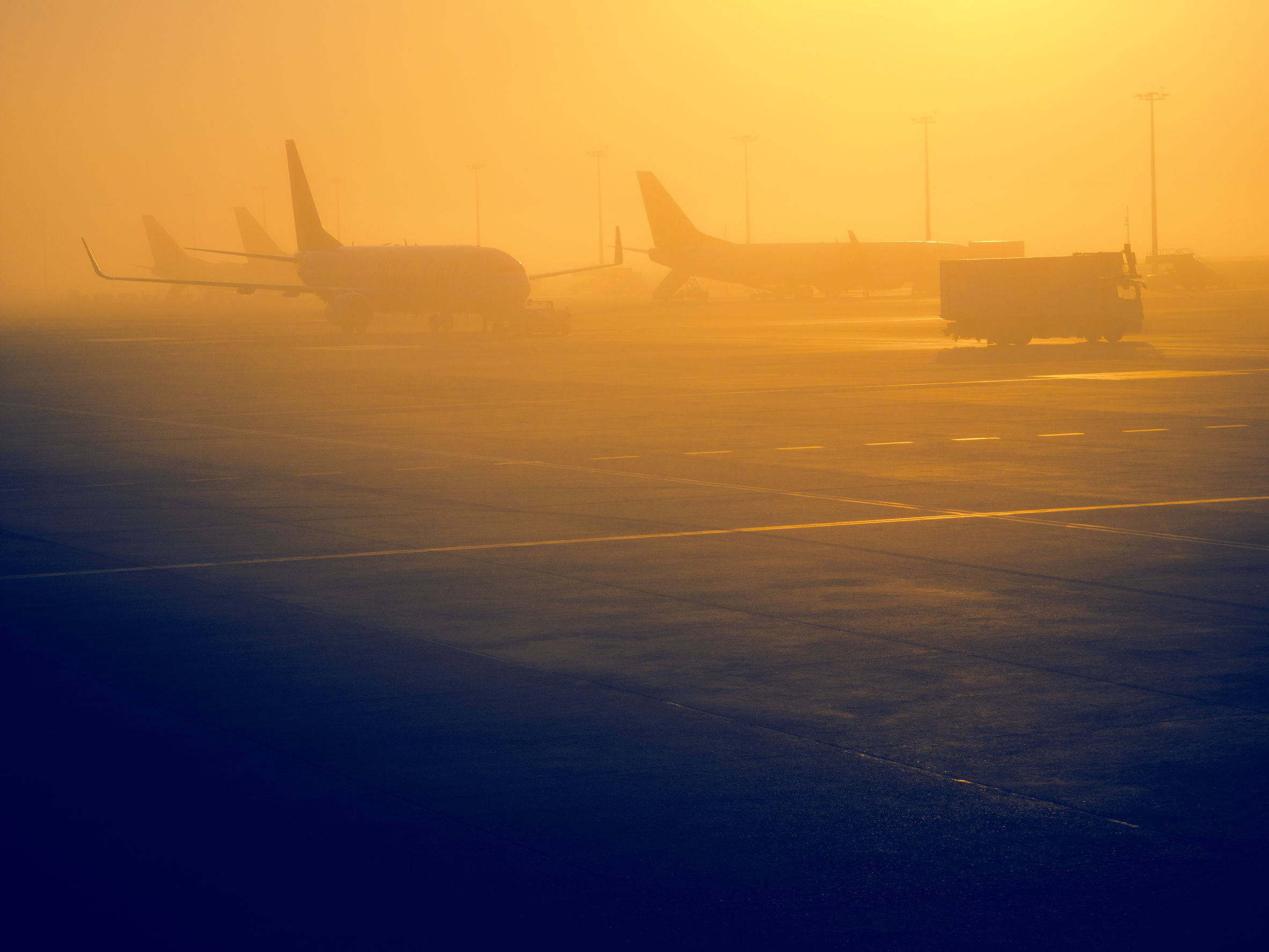 Trei zboruri internaţionale, operate de pe Aeroportul Avram Iancu Cluj, afectate de ceaţă / Cursele cu întârzieri