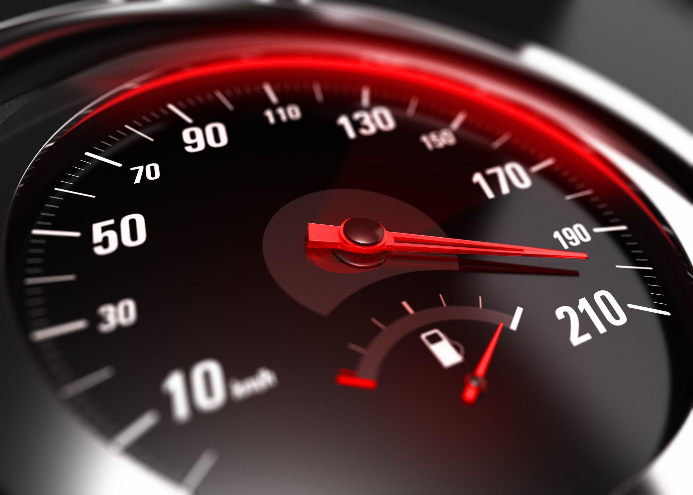 Tânăr de 19 ani, prins conducând cu peste 200 kilometri/oră, pe Autostrada A1