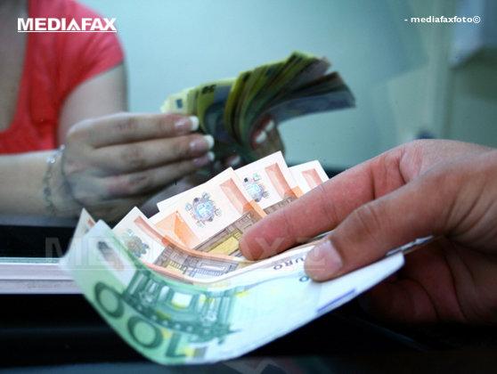 Imaginea articolului Insistenţa Guvernului asupra revoluţiei fiscale sperie investitorii: Cursul leu/euro a sărit de 4,63 lei în şedinţa interbancară
