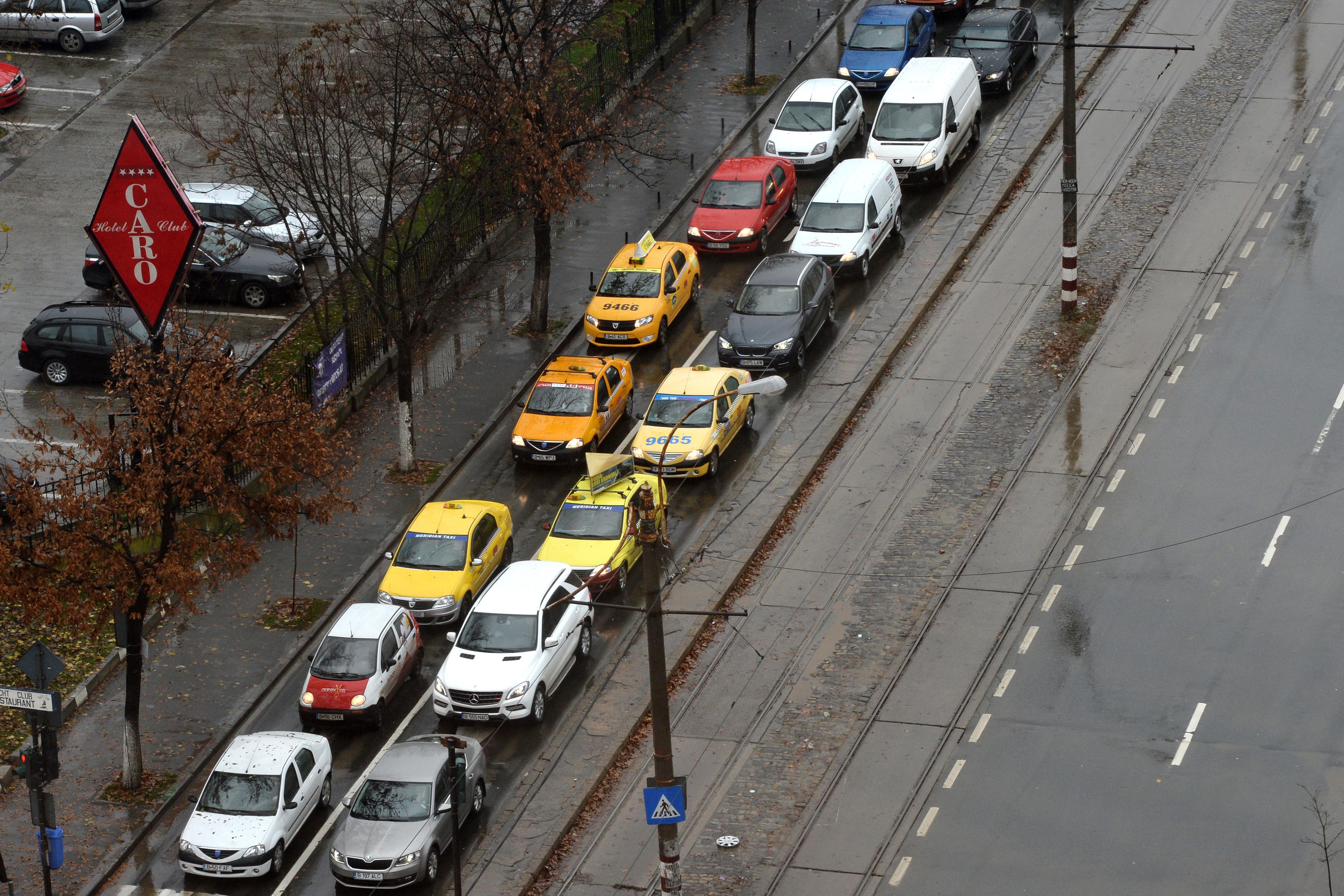 Trafic blocat pe Bulevardul Barbu Văcărescu din Capitală