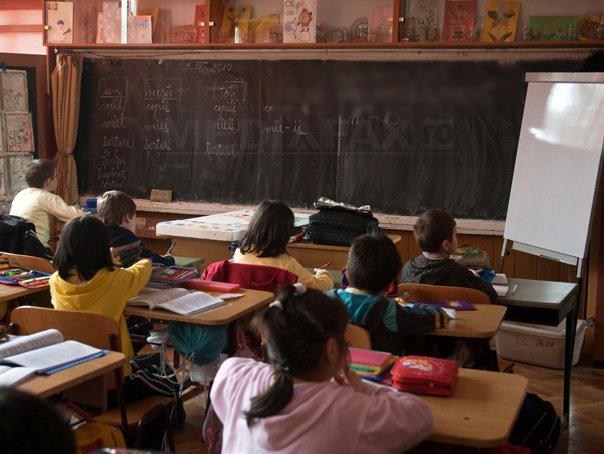 Iohannis vrea reexaminarea legii care vizează vacantarea funcţiilor de directori de şcoli