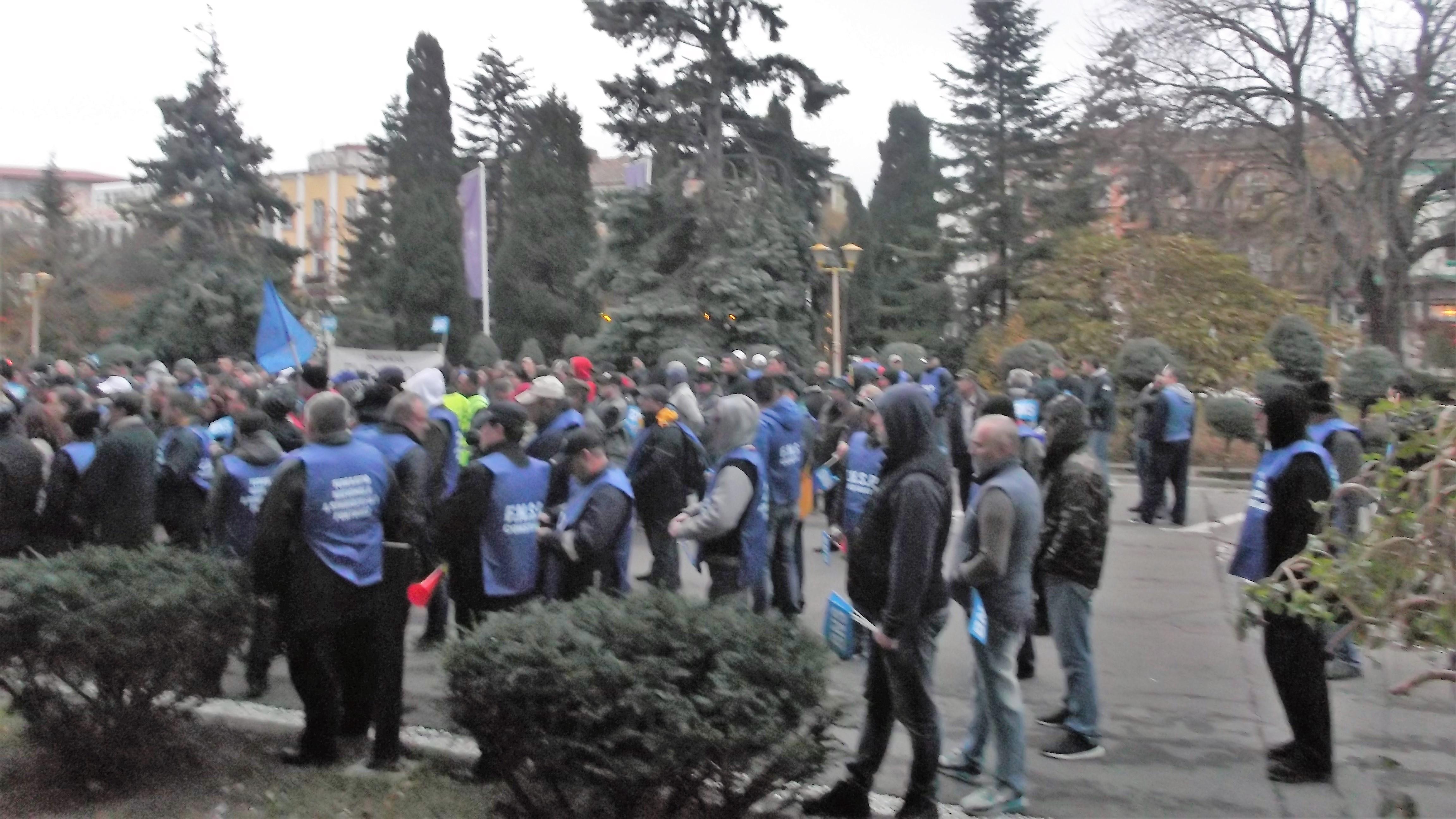 Protest la Constanţa faţă de transferul contribuţiilor de la angajator la angajat / Manifestanţi: Impactul va fi devastator după 1 ianuarie