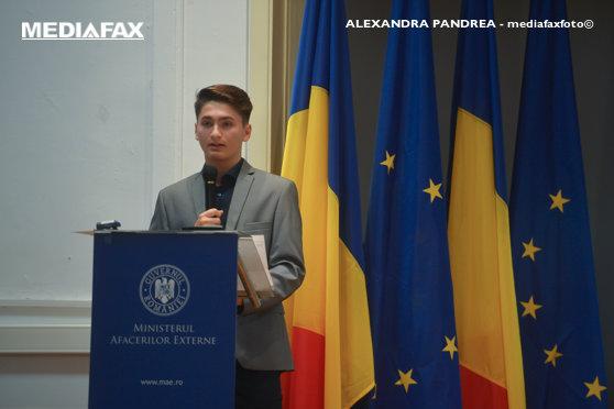 Imaginea articolului Ce MESAJ transmite lupul stilizat, logoul câştigător al preşedinţiei României a Consiliului Uniunii Europene | GALERIE FOTO
