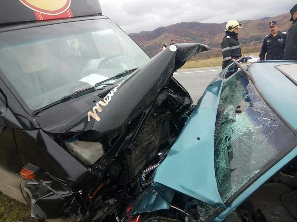 Grav accident de circulaţie | Trei morţi şi doi răniţi, în urma unei ciocniri între un camion şi o maşină