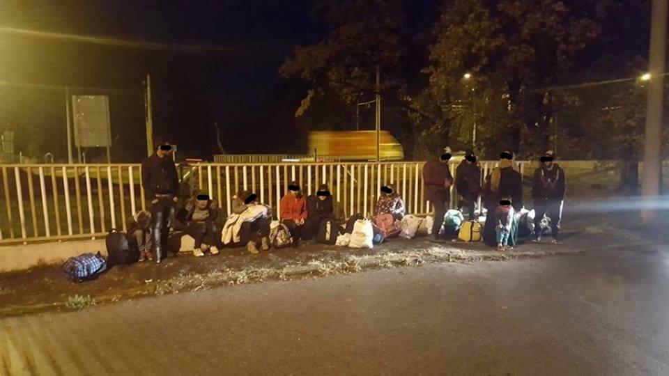 Şaptesprezece migranţi din Irak, între care 5 copii, găsiţi de poliţişti sub un pod, la Timişoara