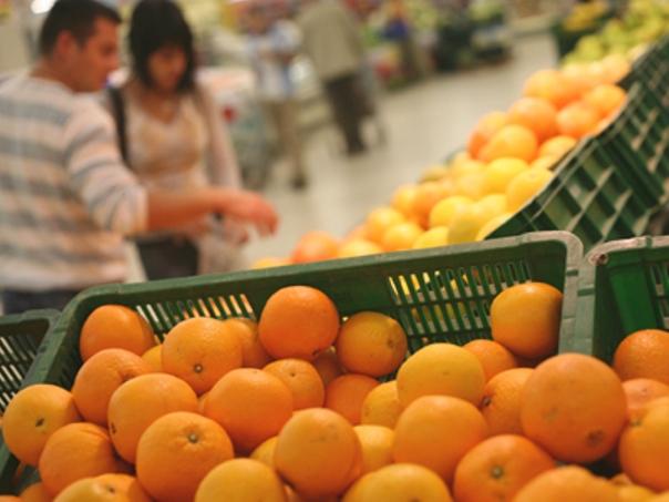 Substanţă periculoasă găsită pe 108 kg citrice, la un hypermarket/ Paul Anghel, director ANPC: Produsele au fost retrase de la vânzare şi ANSVSA va face analize