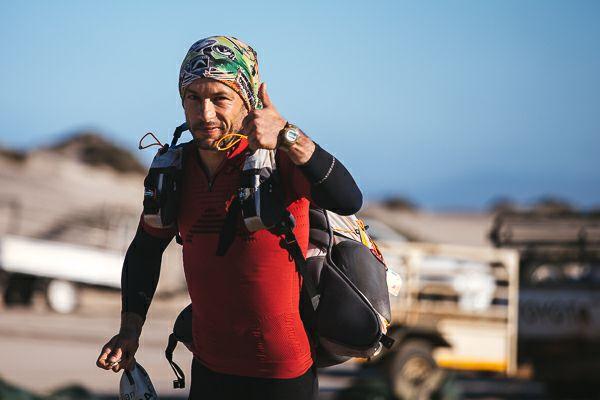 Iulian Rotariu, un pompier din Botoşani, înfruntă sălbăticia extremă din Patagonia şi aleargă pentru copiii cu autism, `a căror cursă nu se sfârşeşte niciodată`