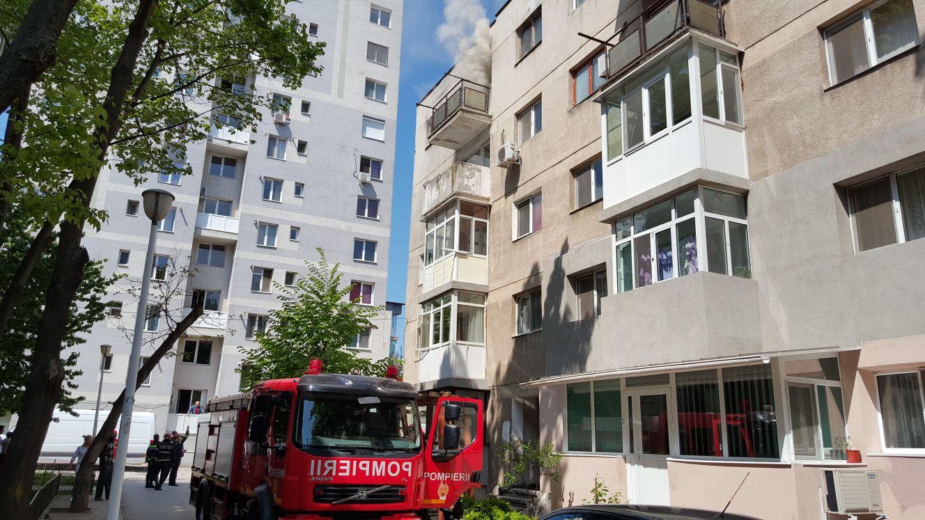 Copil de doi ani a supravieţuit după ce a căzut de la etajul 9 al unui bloc, dar este în stare gravă
