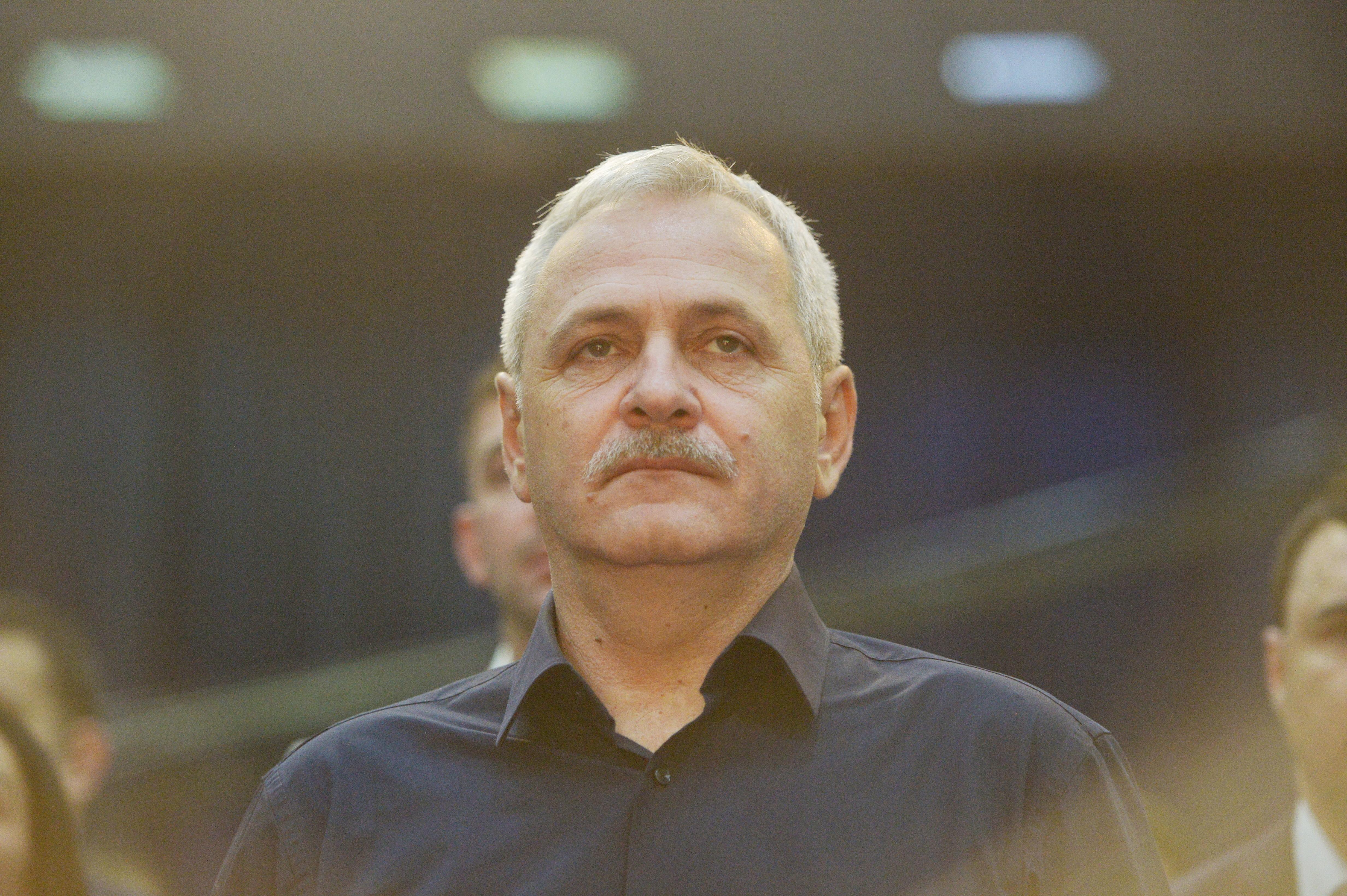 Liviu Dragnea a ajuns la DNA, pentru a fi audiat, în aplauzele colegilor şi ale susţinătorilor / Marian Fişcuci, fost administrator Tel Drum, audiat şi el