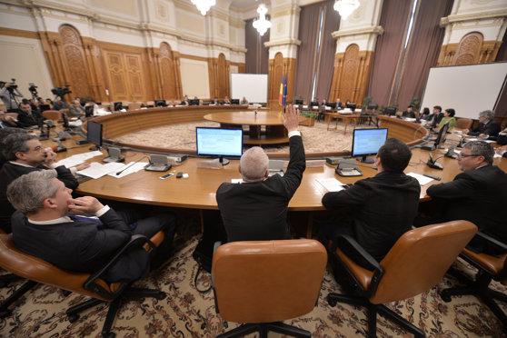 Imaginea articolului Va participa Kovesi la audierea de miercuri din Parlament? Procurorul şef al DNA răspunde invitaţiei comisiei alegerilor din 2009: Nu deţin informaţii sau documente FOTO-DOCUMENT