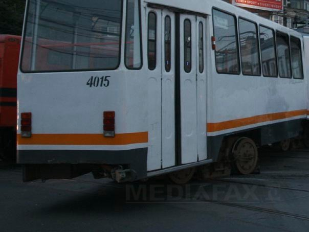 Tramvai deraiat la Piaţa Sudului din Capitală. Circulaţia a fost blocată aproximativ o oră