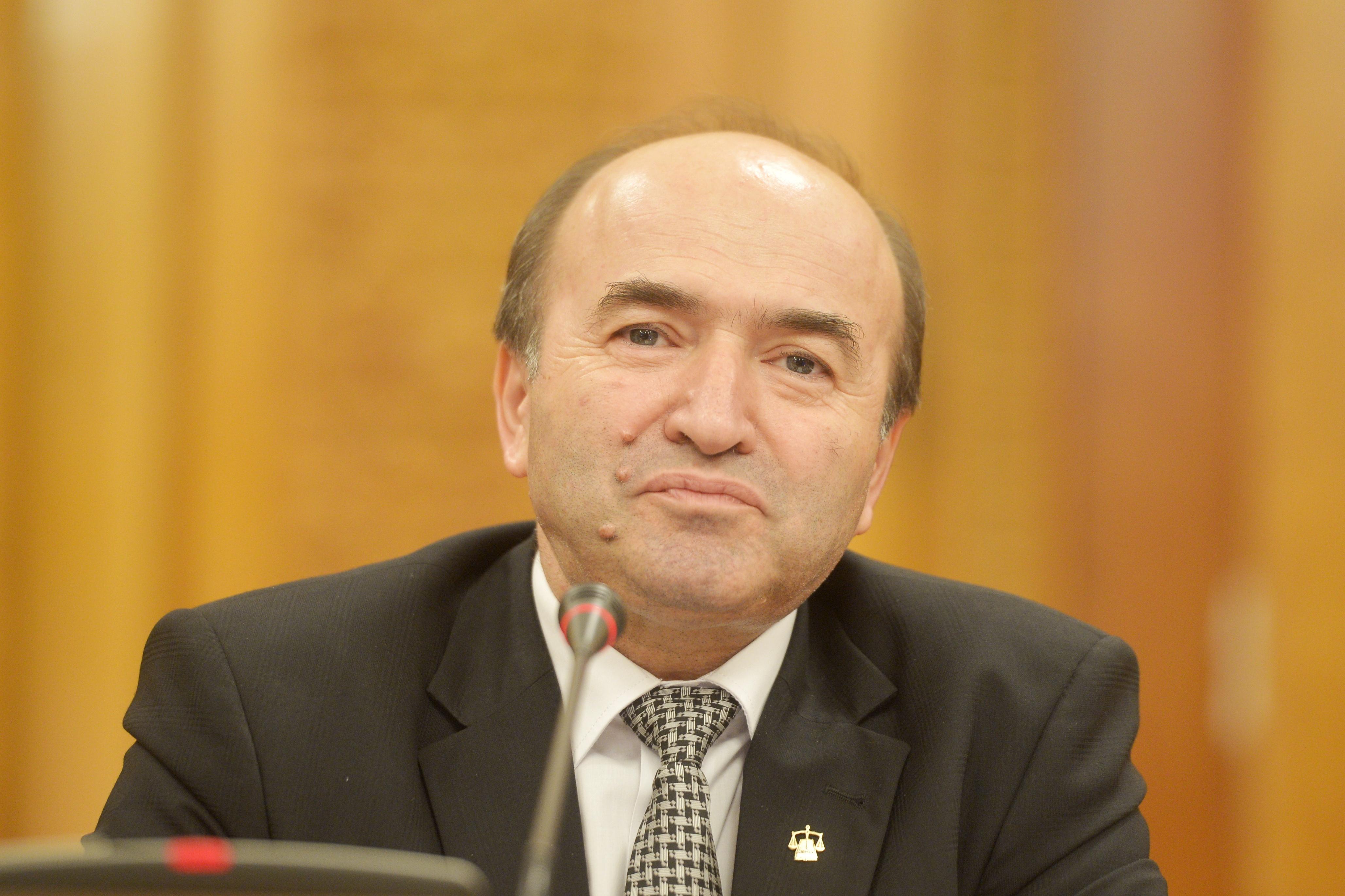 Interpretarea dată de ministrul justiţiei, Tudorel Toader, raportului MCV: Concluzia raportului este pozitivă. Pune accentul pe confirmarea rezultatelor. Se adaugă, astfel, cerinţe noi