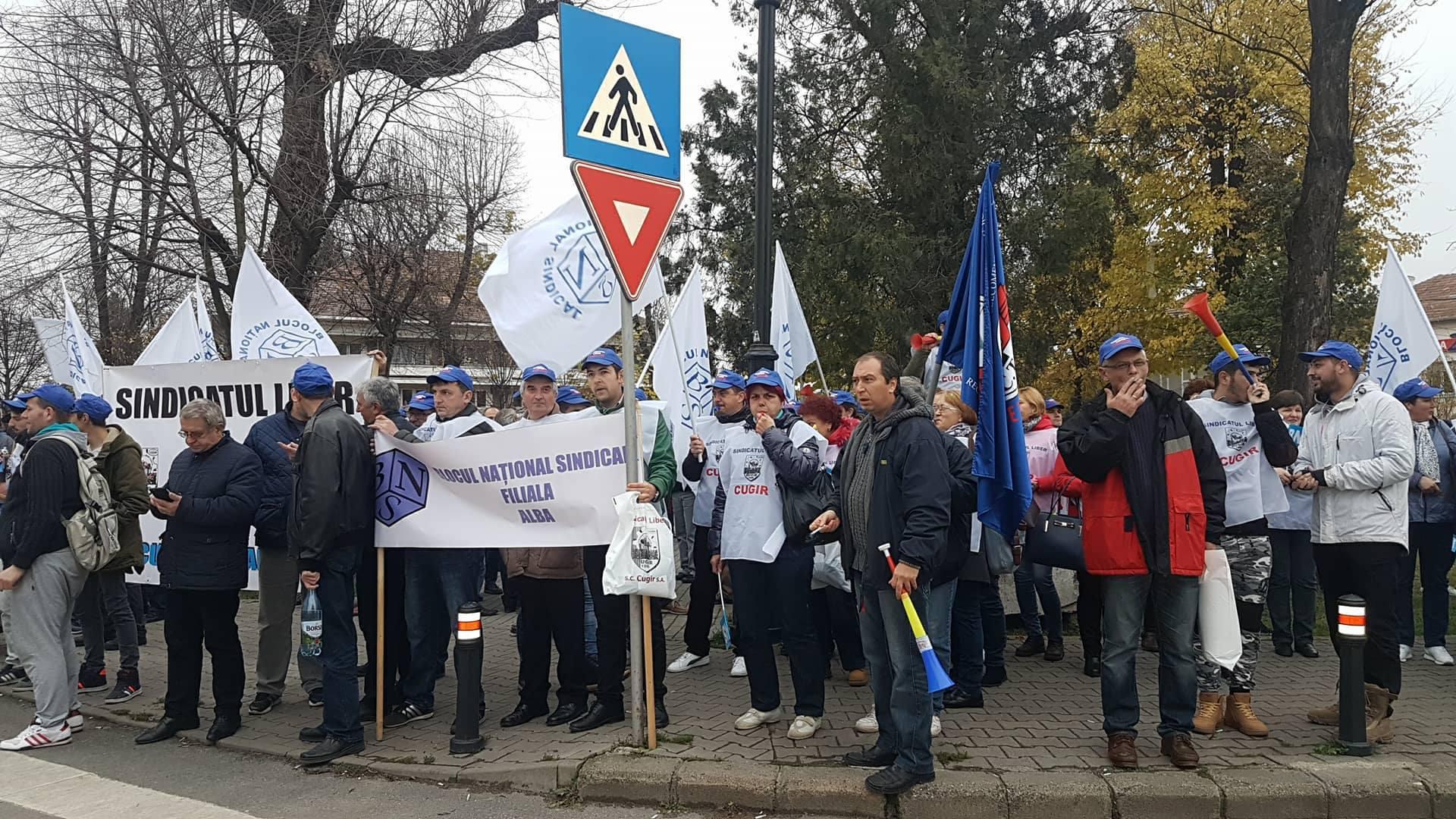 Peste 200 de sindicalişti Blocului Naţional Sindical au protestat la Alba Iulia, nemulţumiţi de transferul contribuţiilor | FOTO