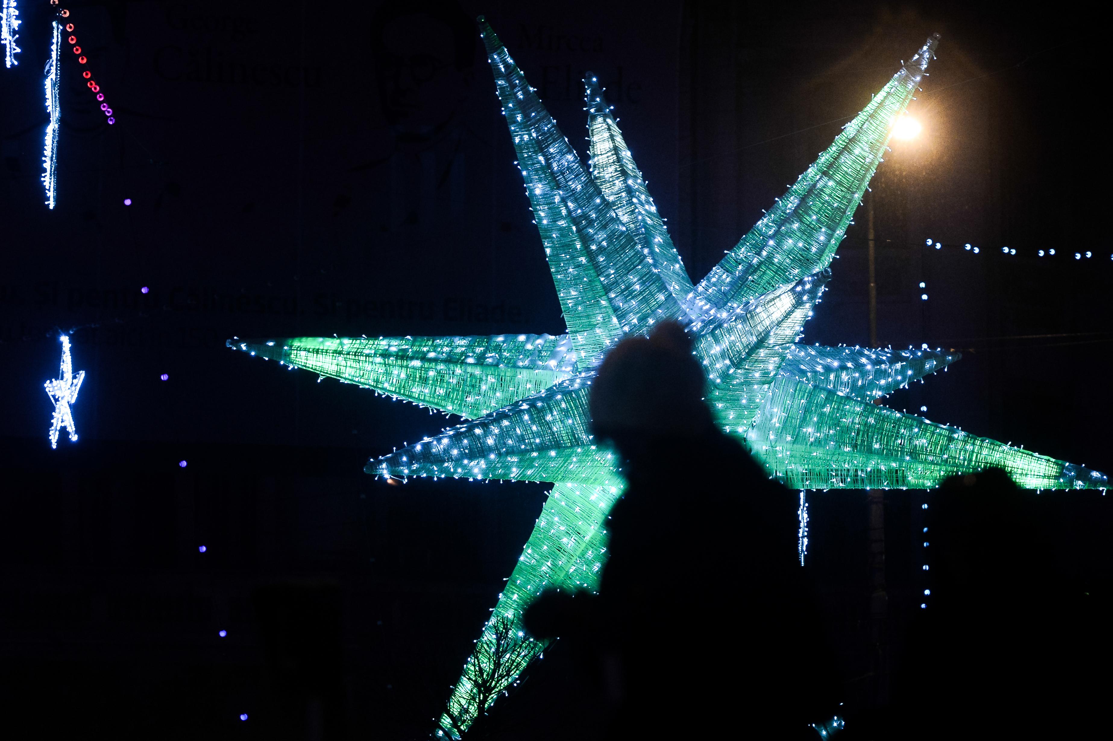 `Orăşelul lui Moş Crăciun`. Primăria Sectorului 4 aprinde beculeţele de Crăciun, sâmbătă, în Parcul Lumea Copiilor