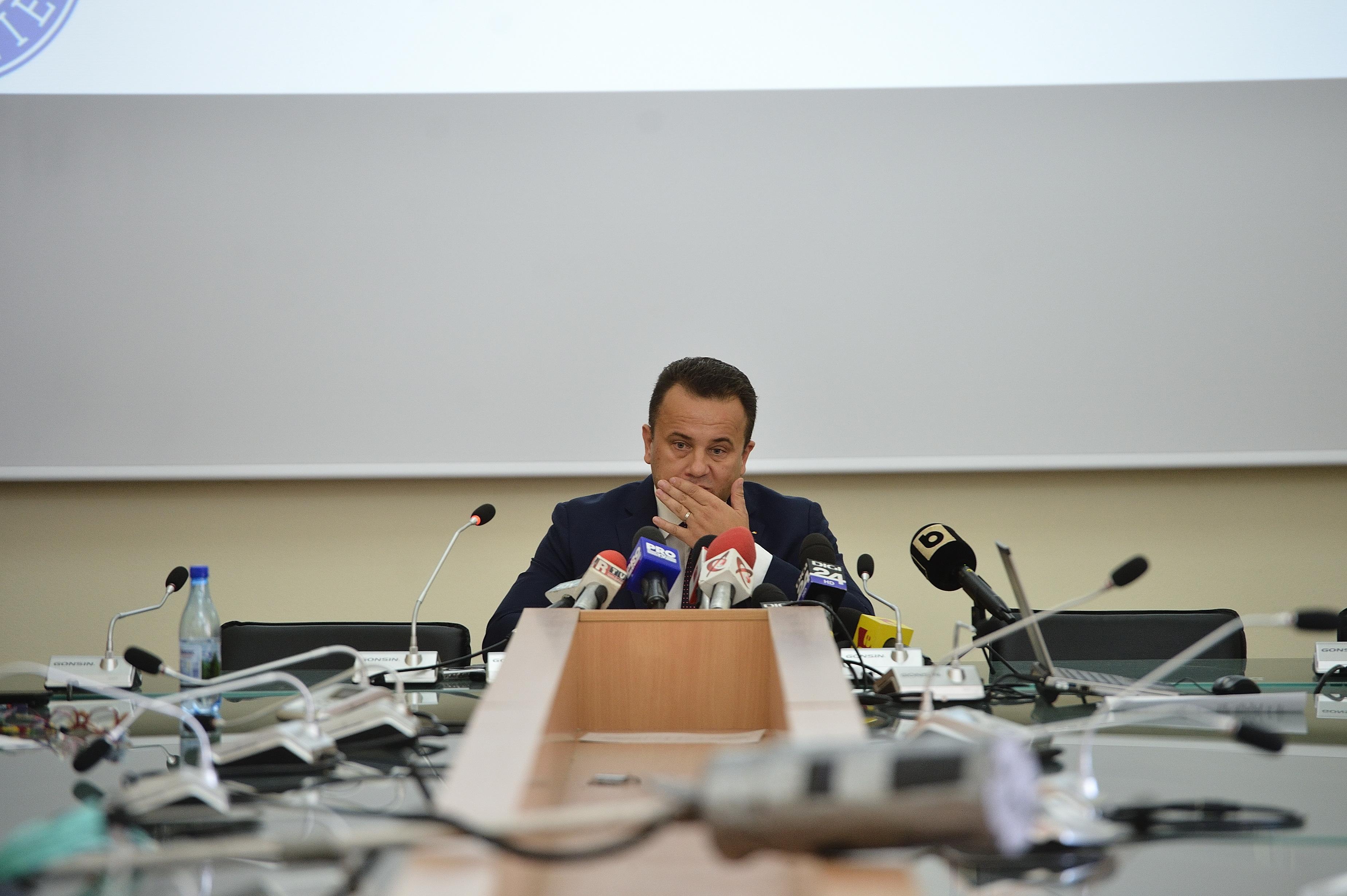 Liviu Pop, despre statul paralel: E format din cei care cheamă la audieri anumiţi angajaţi ai ministerului. Rezist oricât insistă ei să mă determine să nu rezist
