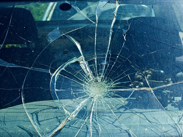 Trafic oprit într-o localitate din Vâlcea, din cauza unui accident cu 4 maşini