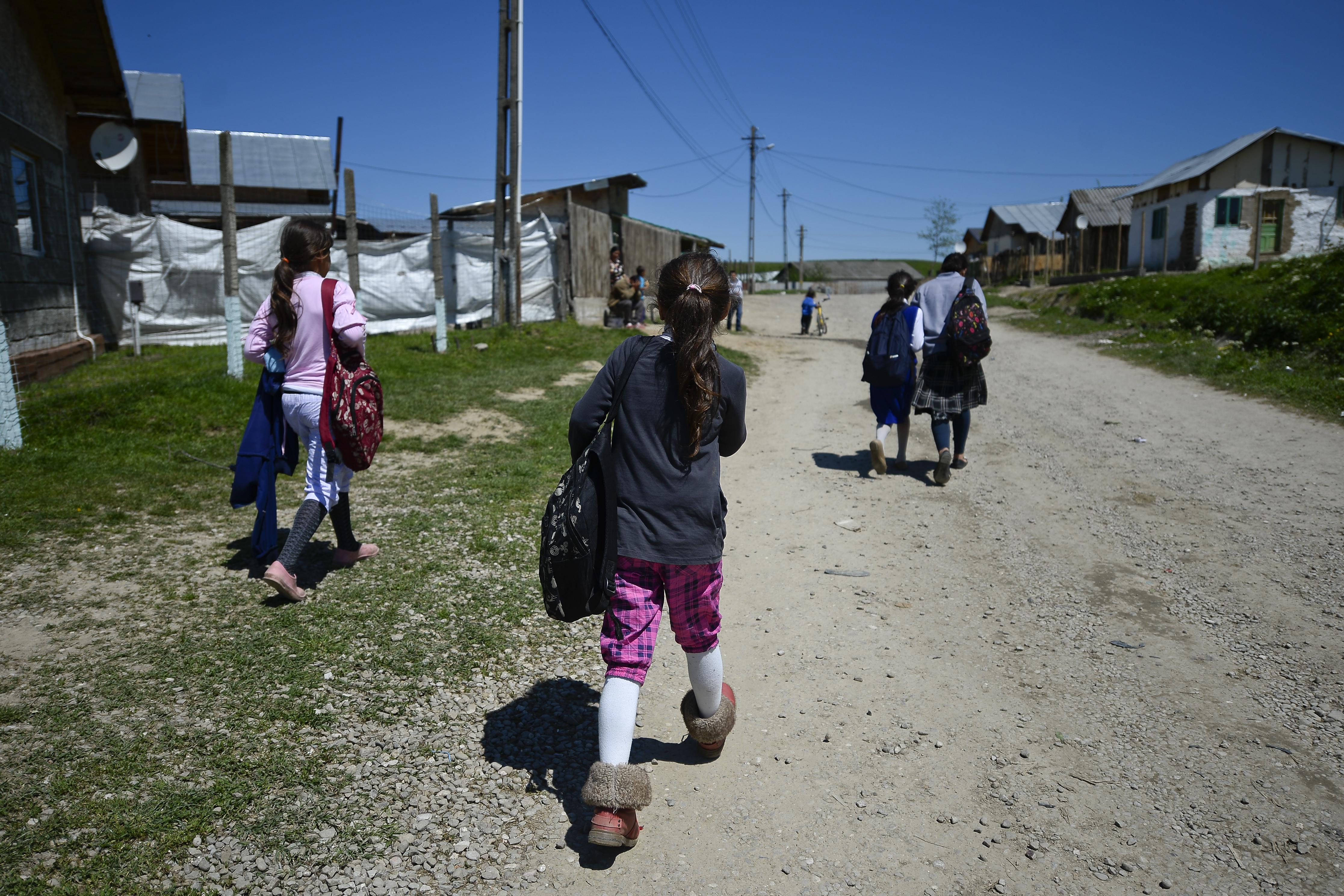 Copiii din România, aproape 50% dintre ei, sunt cei mai expuşi din Uniunea Europeană la riscul sărăciei şi al excluziunii sociale