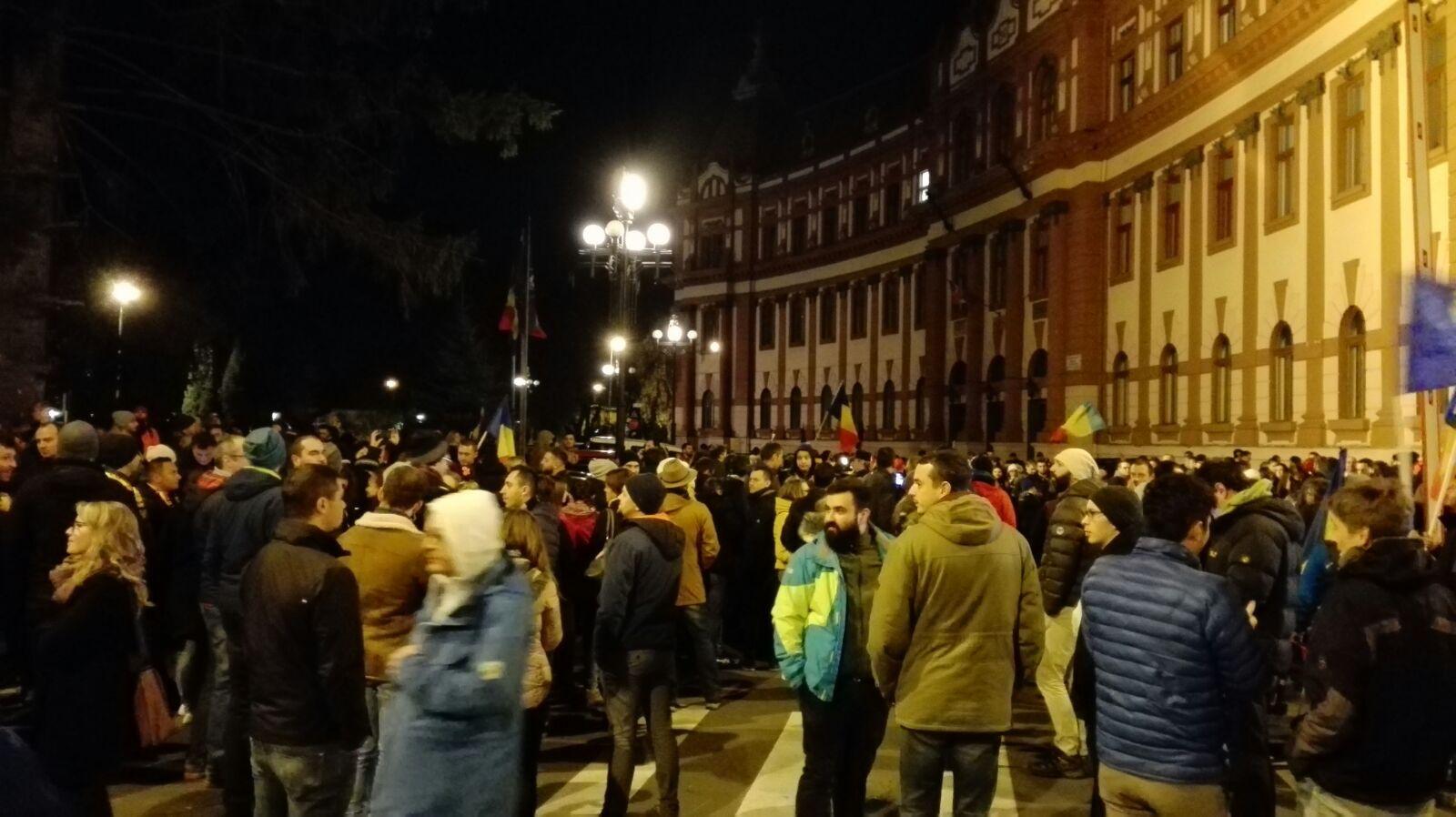 Mii de oameni la protestul organizat în ţară de PNL împotriva Guvernului   FOTO, VIDEO
