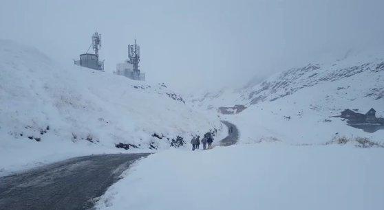 Imaginea articolului Viscol în Bucegi: Zăpada troienită are peste un metru pe văi