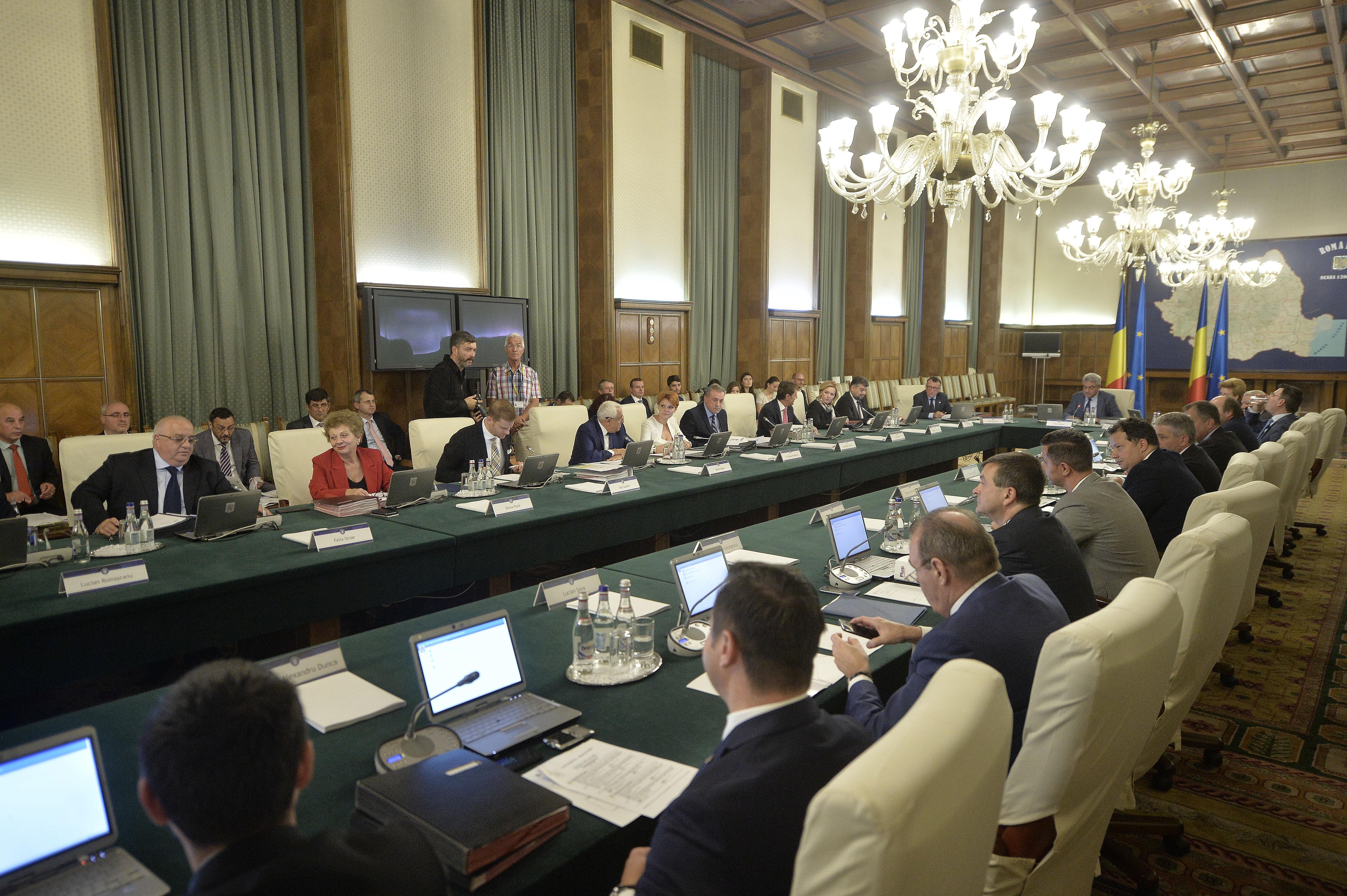 Guvernul a stabilit măsurile de sprijinire directă a etnicilor români înscrişi în sistemul de învăţământ ucrainean cu predare în română