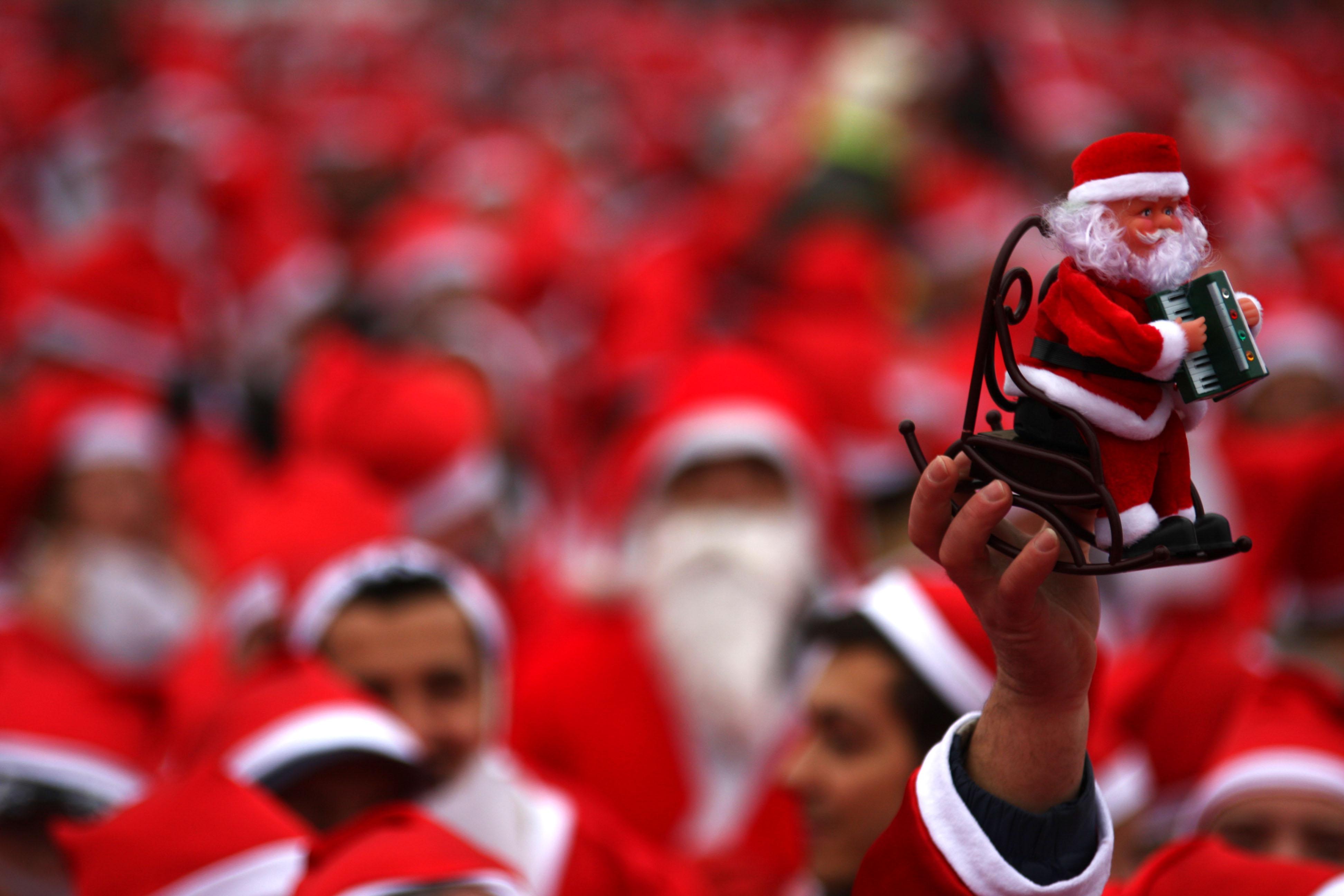 TAXĂ majorată de la 30 de lei la 100 de lei pe zi pentru comercianţii din Bucureşti care vând suveniruri de Crăciun