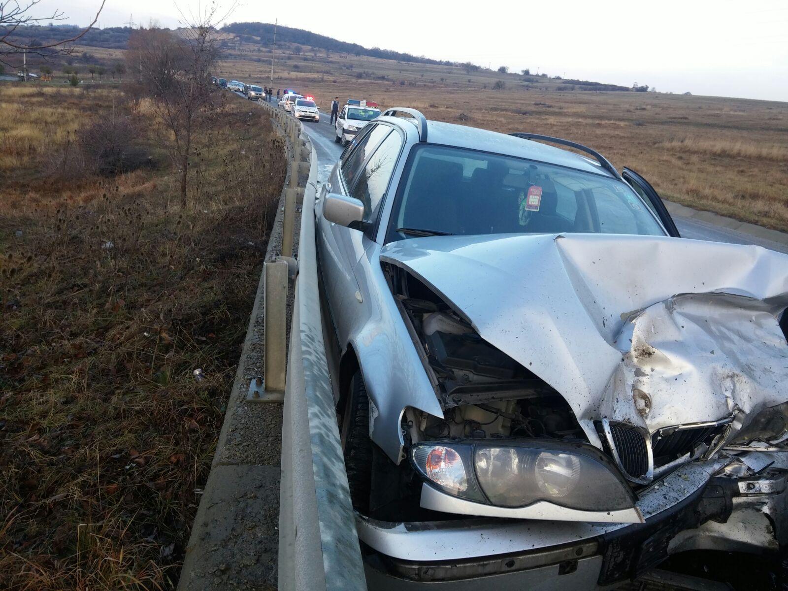Accident în Sibiu: Şase oameni au fost răniţi, între care patru copii, după ce o maşină a derapat şi s-a izbit de un alt autoturism   FOTO