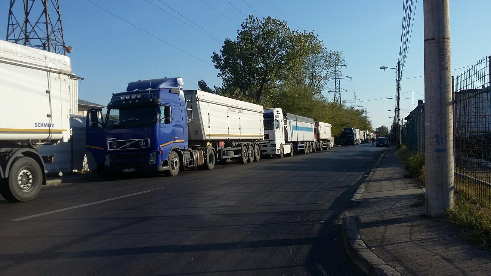 TIR răsturnat pe DN3, în zona localităţii ilfovene Brăneşti. Circulaţia este oprită
