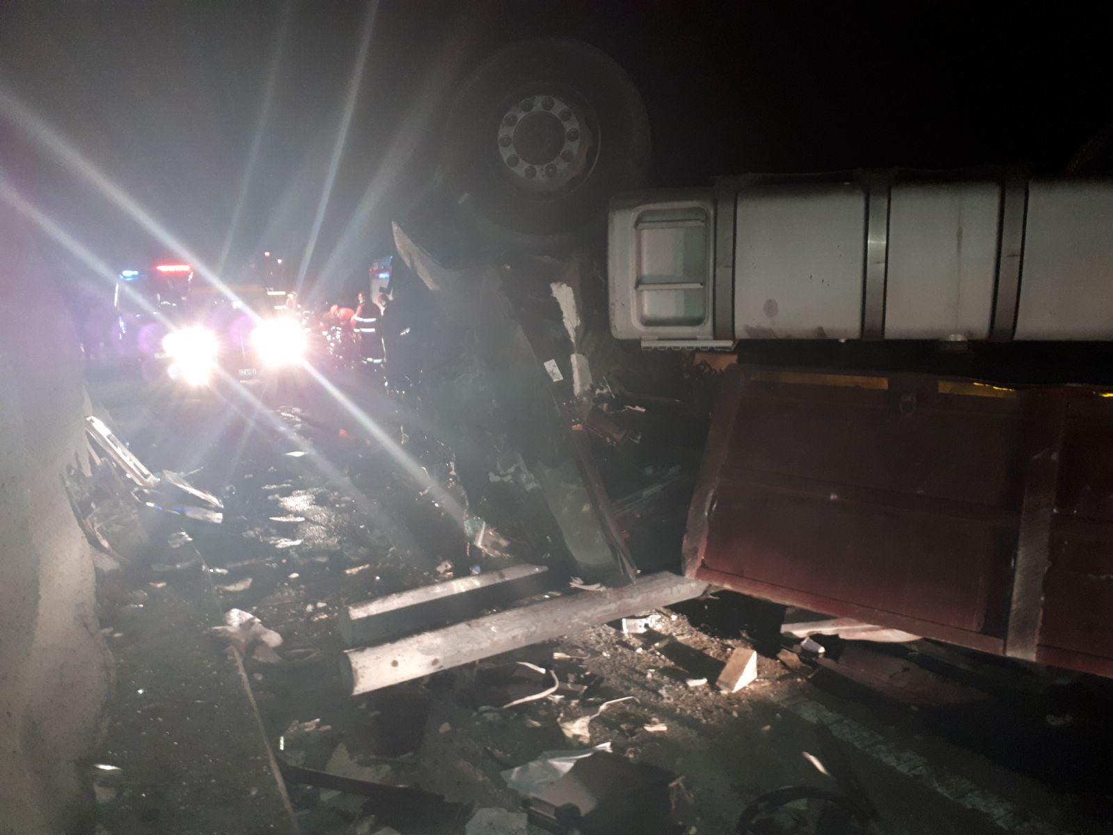 Grav accident de circulaţie în Ungaria, între un micobuz şi un autobuz   Trei români au murit şi alţi cinci au fost răniţi