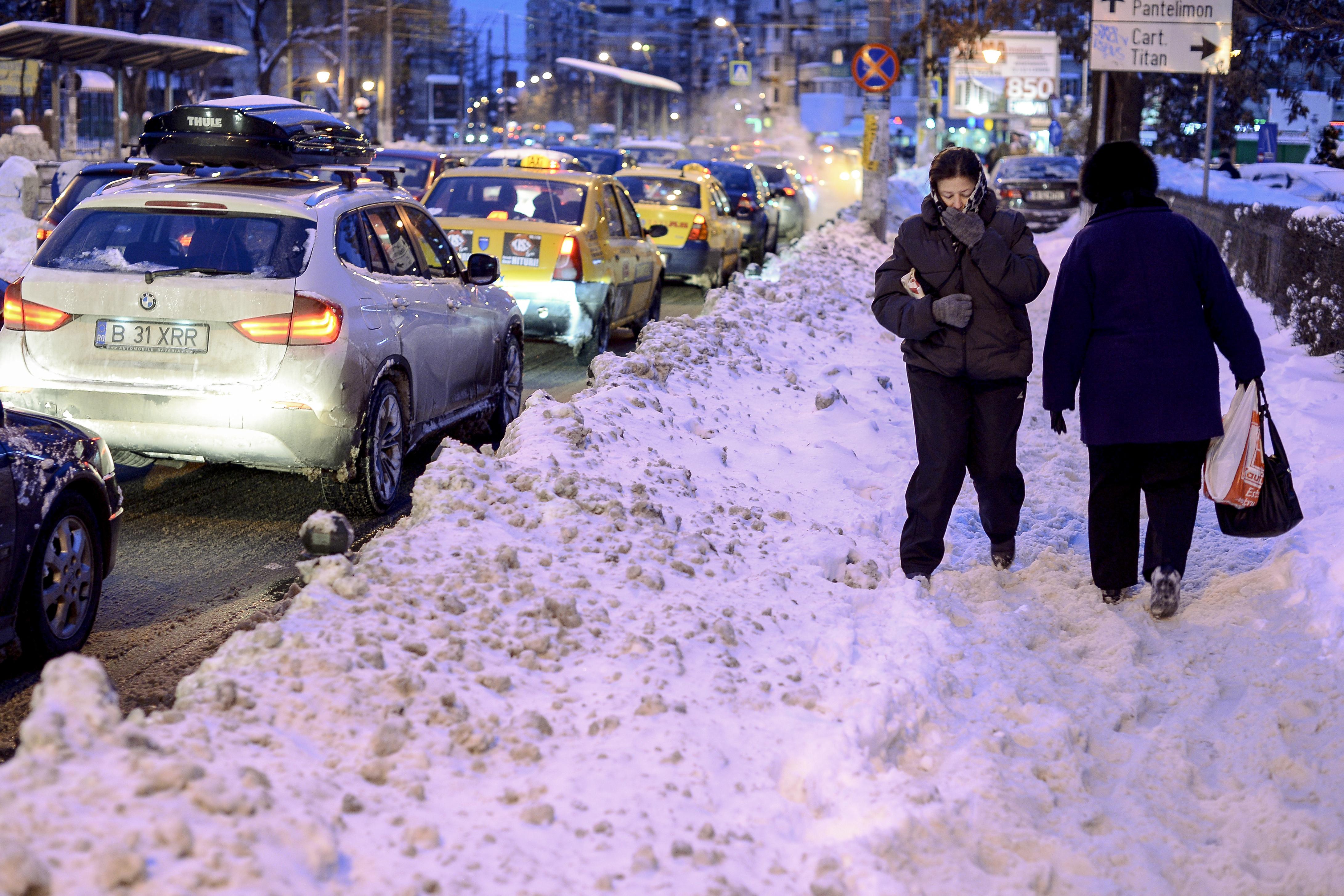 Comandament de iarnă la Primăria Capitalei: 1000 de utilaje de deszăpezit, pregătite pentru vremea rea / Măsurile anunţate de Gabriela Firea