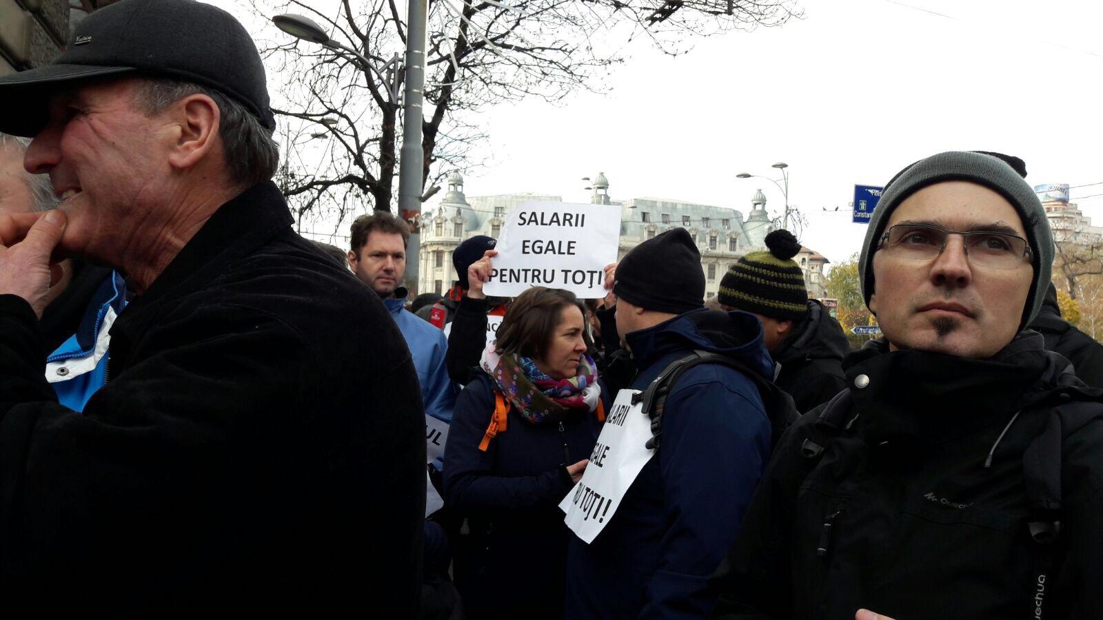 Peste 1.000 de angajaţi ai APIA din ţară protestează astăzi în faţa Guvernului. Care sunt revendicările oamenilor/ Mesajul lui Petre Daea