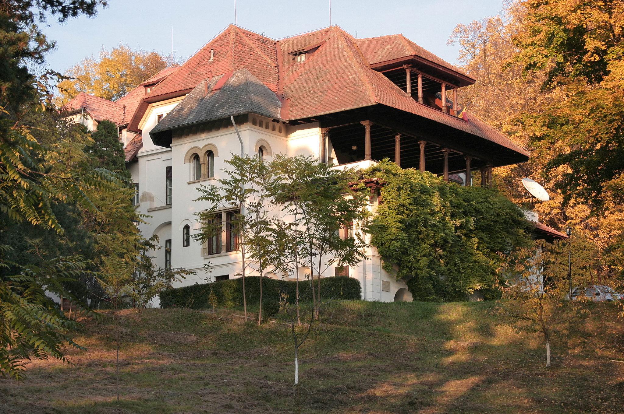 CCR a declarat neconstituţională Legea de achiziţie a conacului de la Florica, după ce a admis sesizarea preşedintelui Iohannis