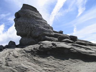 Mai mulţi turişti care au urcat la Sfinx, pentru a participa un fenomen unic al anului, BLOCAŢI pe munte din cauza viscolului