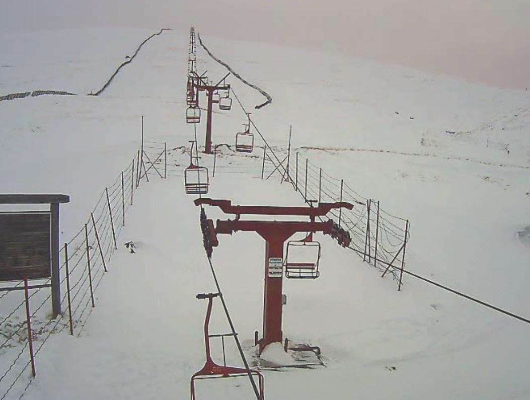 NINSOARE la munte în minivacanţa de 1 Decembrie. La mare altitudine stratul de zăpadă are deja 30 cm LIVE VIDEO