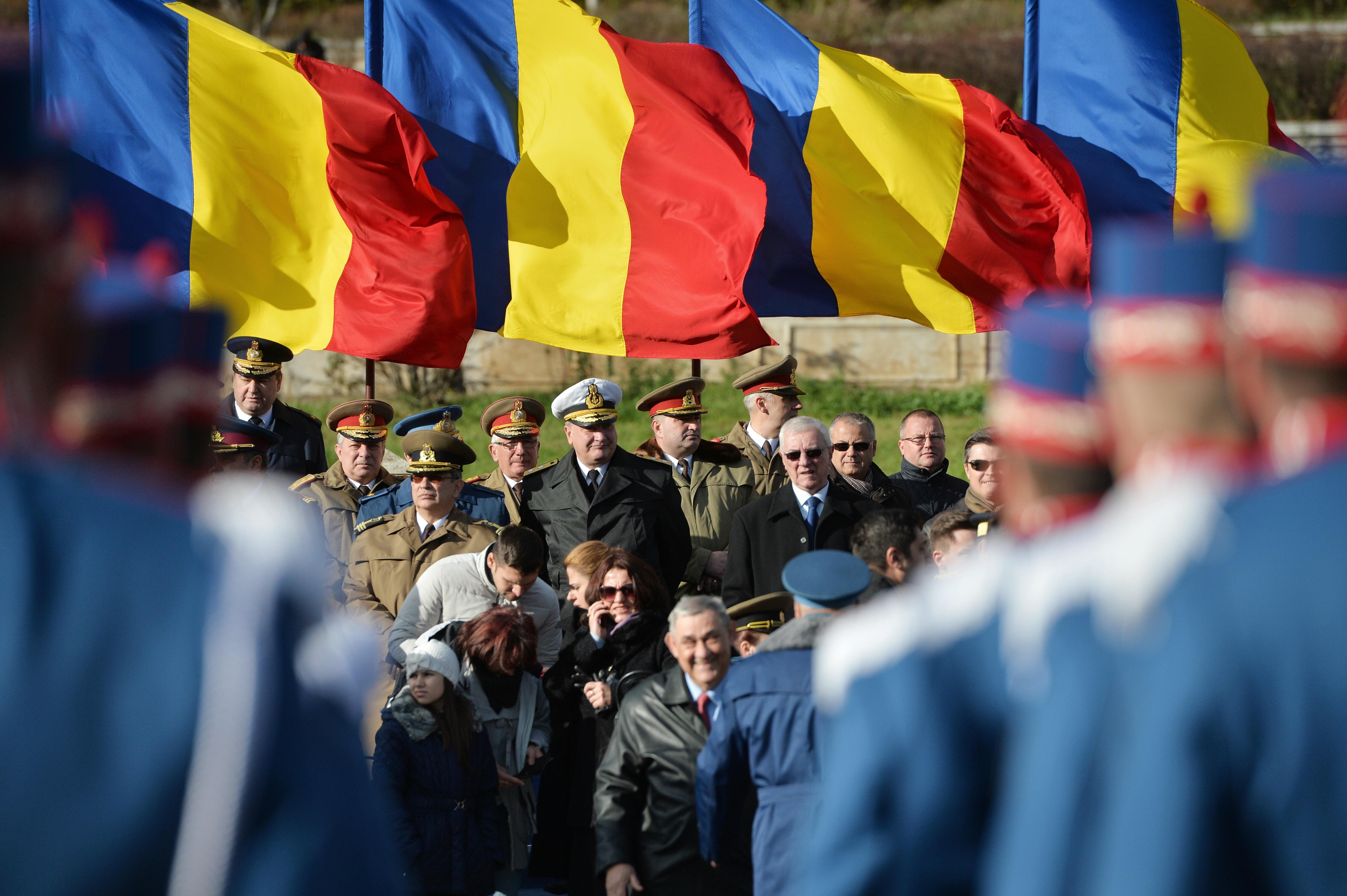 Ceremonii militare, defilare în costumele Armatei de acum 100 de ani, în oraşele din centrul României. Programul complet al manifestaţiilor de 1 Decembrie