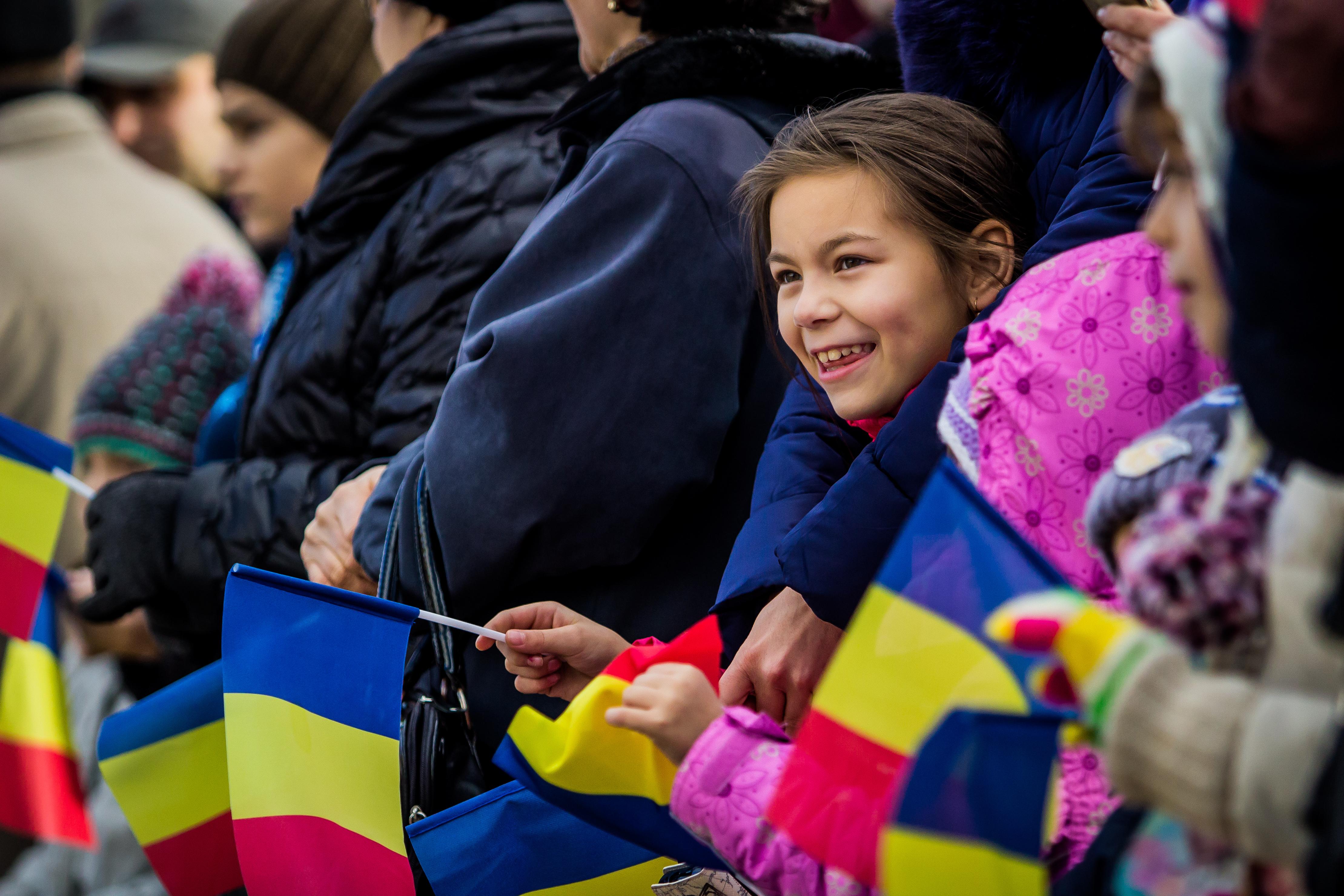 Ziua Naţională cu vin fiert, fasole cu cârnaţi şi ceremonii militare, în mai multe oraşe din Moldova/ Premieră: Unde va avea loc parada de la Iaşi