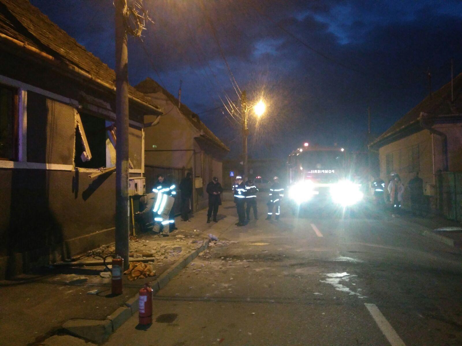 Explozie într-o casă din Sibiu. Două persoane au fost rănite şi au ajuns la spital