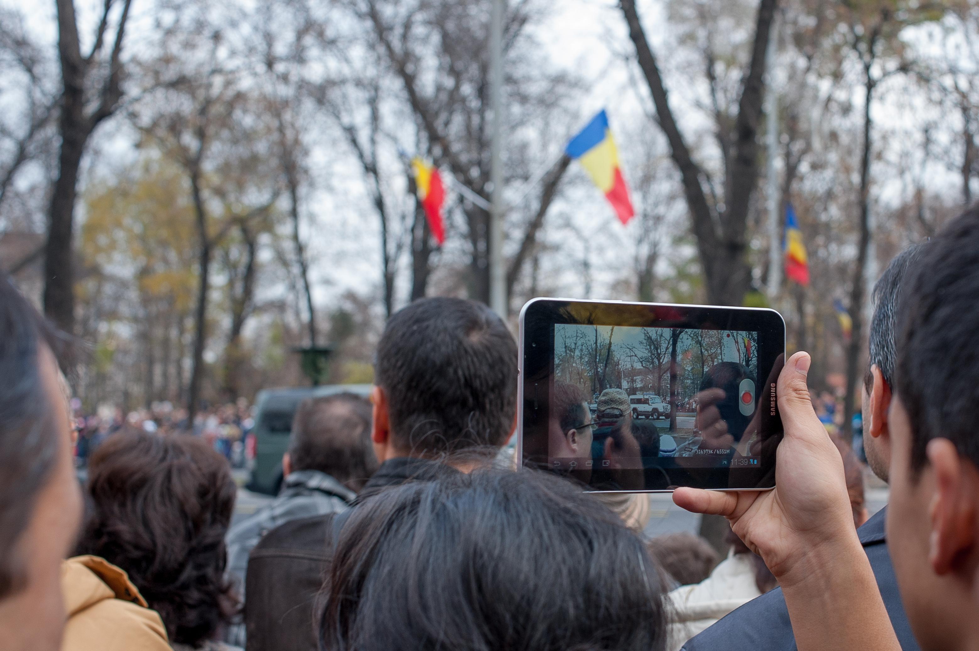 Mai multe autocare cu reprezentanţi PSD vor ajunge de 1 Decembrie, la Bucureşti, pentru Ziua Naţională. `Sunt uşor de recunoscut: ca de fiecare dată, sunt îmbrăcaţi în costume populare`