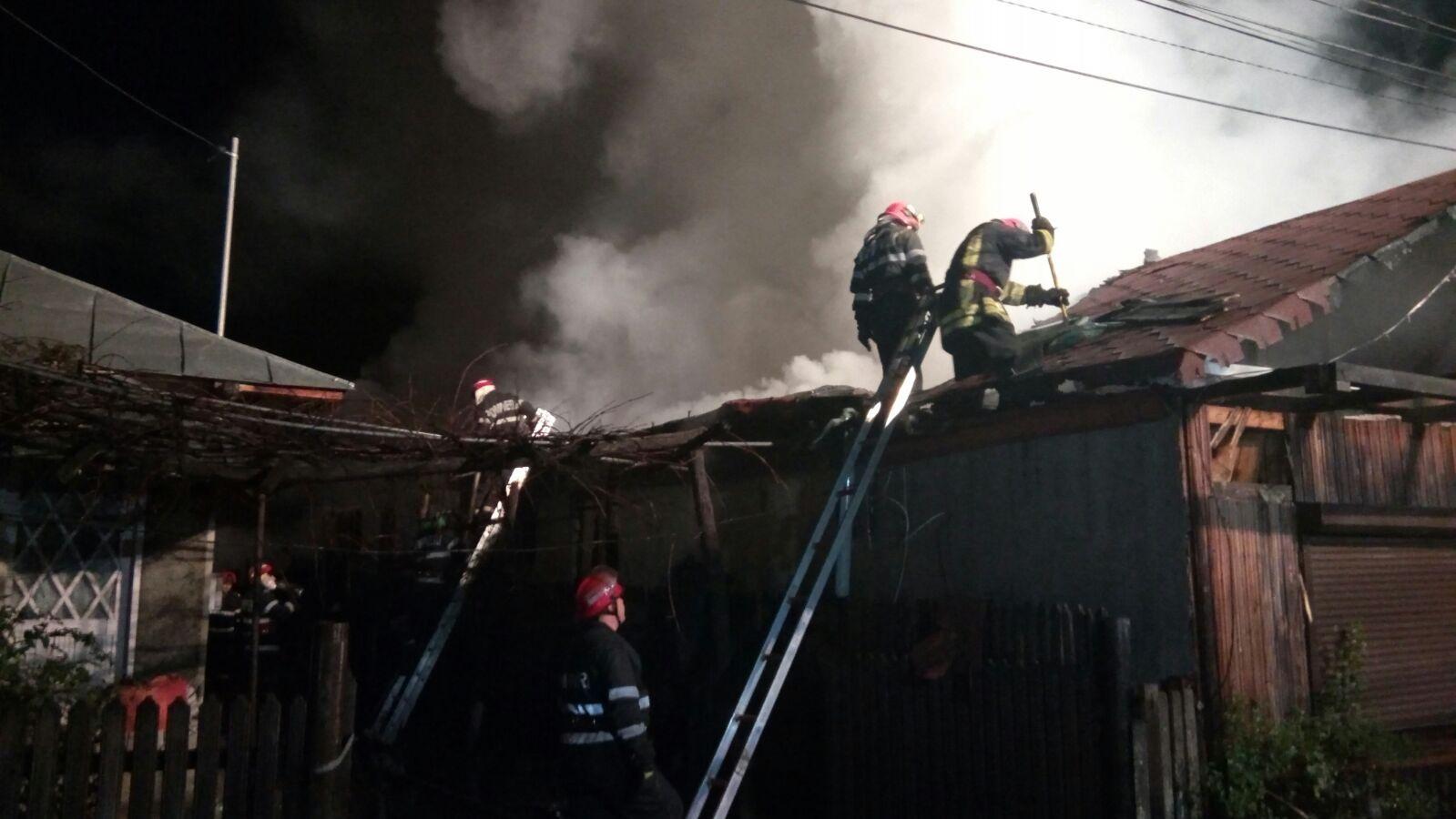 Două persoane au fost rănite în urma unui incendiu în judeţul Prahova | FOTO, VIDEO