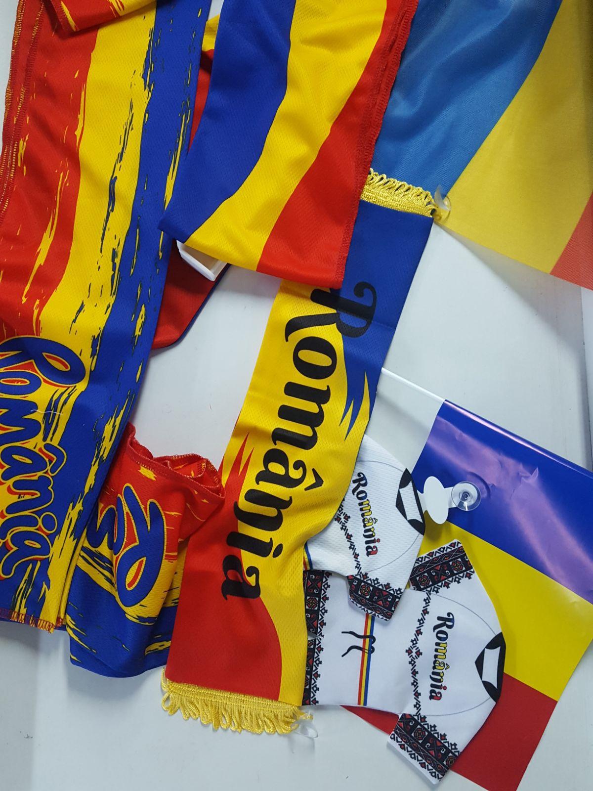 Povestea zecilor de mii de steaguri ce pleacă dintr-un orăşel din Sibiu spre toată România. `Îmi place mult, mai ales perioada aceasta. Suntem toţi foarte mândri să ştim că şi noi contribuim la bucuria oamenilor`