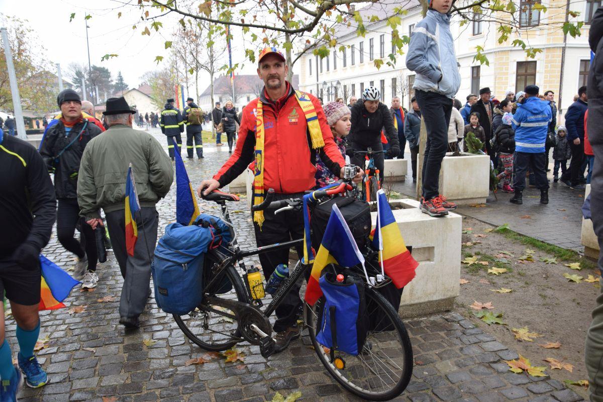 Un lugojean a mers pe bicicletă până la Alba Iulia: `Am venit pentru a 15-a oară în ultimii 18 ani` | GALERIE FOTO