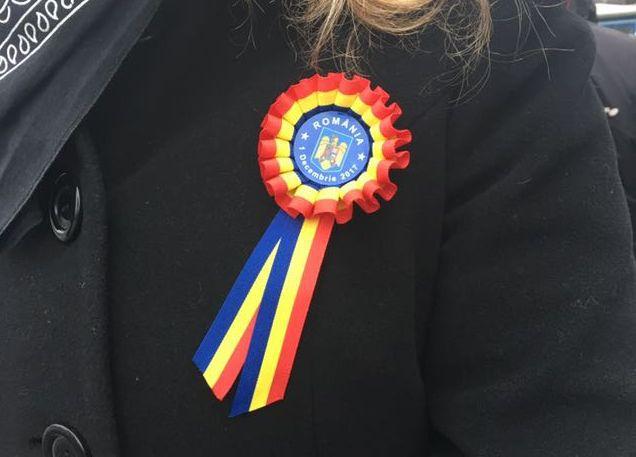 Tricolorul, purtat cu mândrie de români: Steagul înseamnă apartenţă, unire şi patriotism | FOTO