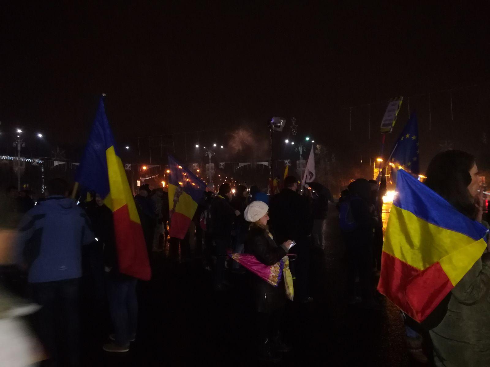 PROTEST în Capitală: Mitingul din Piaţa Victoriei s-a încheiat. Oamenii au protestat peste trei ore în faţa Guvernului | FOTO, VIDEO