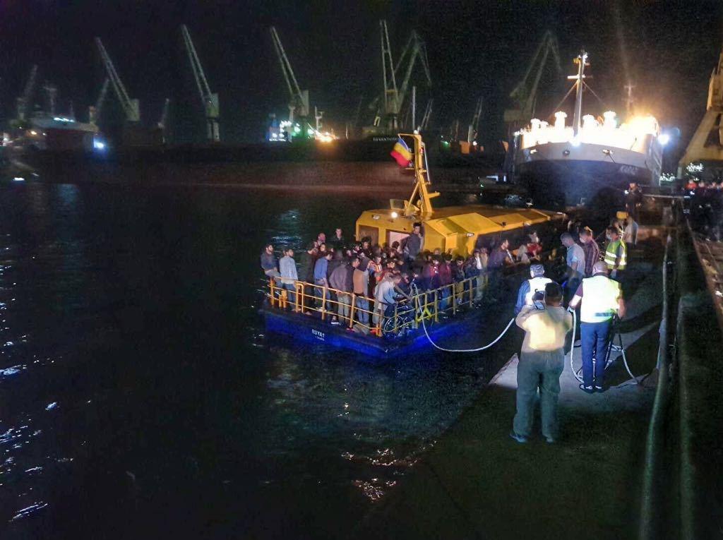 Un grup de peste 60 de migranţi, depistat pe Marea Neagră, a cerut azil în România