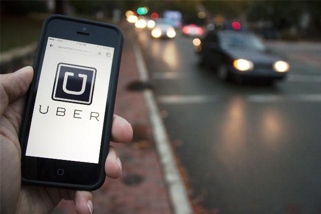 Firea: Doar taximetriştii autorizaţi vor putea circula în Bucureşti/ Uber: Serviciile noastre sunt reglementate diferit de taxi. Toate cursele vin cu o factură fiscală