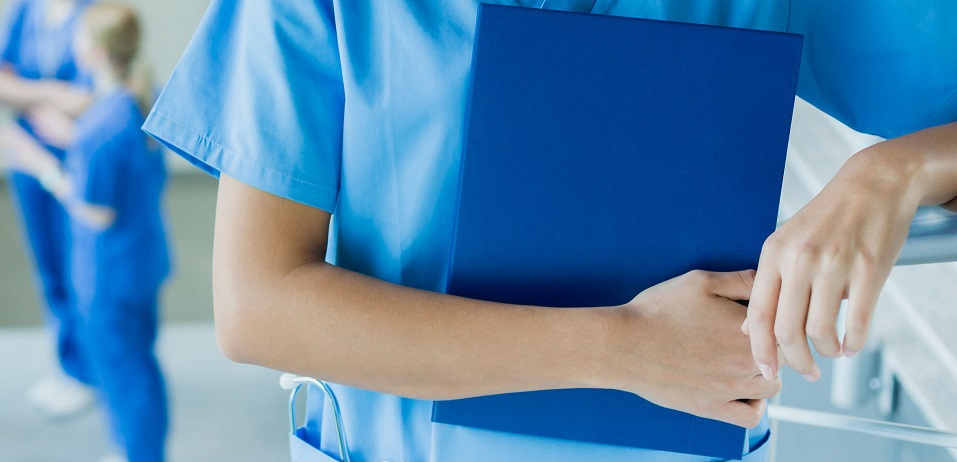 Colegiul Medicilor din România: Şefii unor spitale pun presiune pe doctori să lucreze peste program. Cerem stoparea abuzurilor