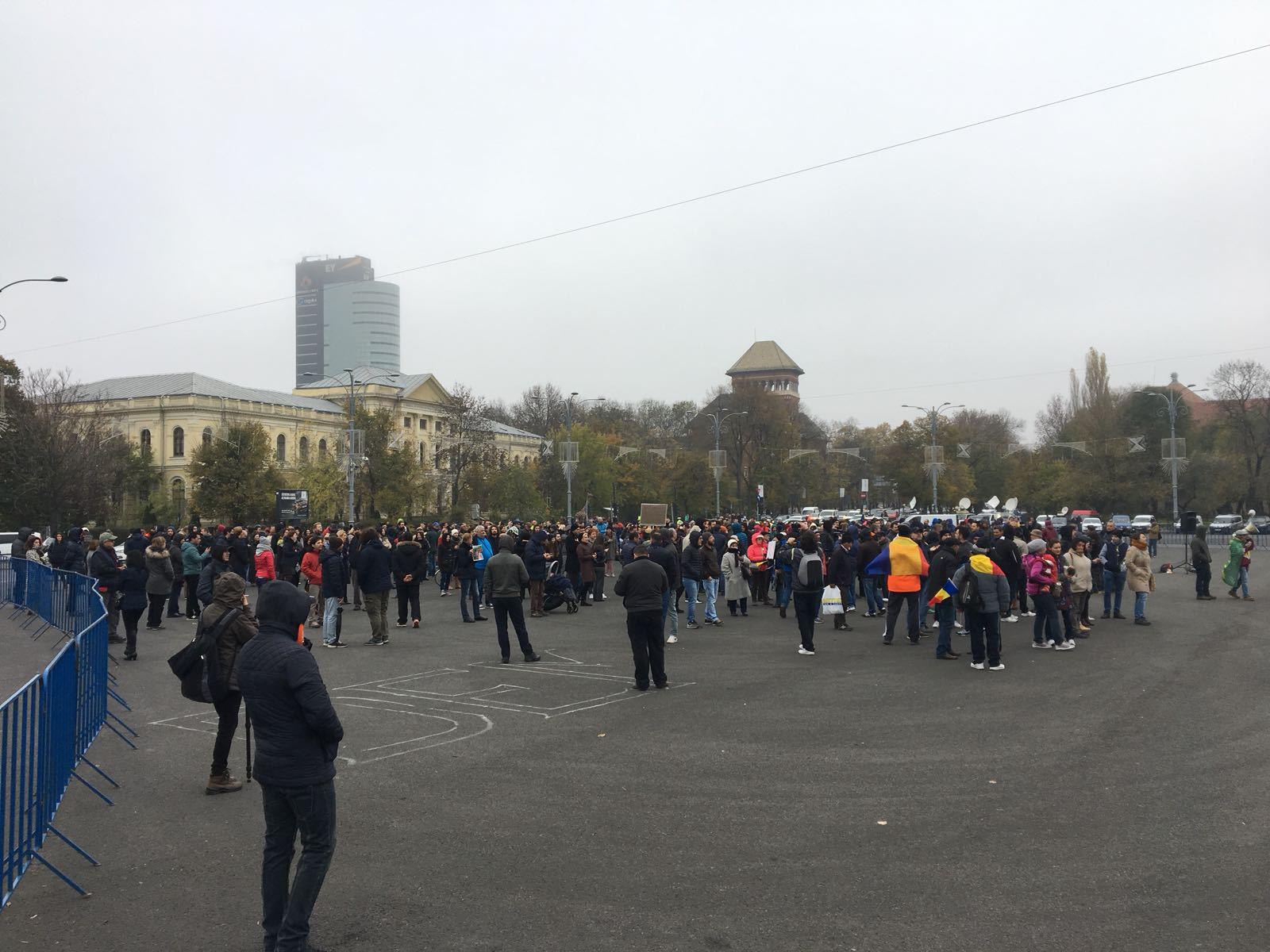 Organizatorii revizuiesc acţiunile anunţate în stradă în data de 12 decembrie. Sindicaliştii Automobile Dacia, la miting