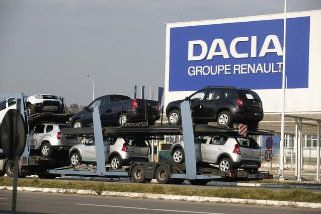 Peste 1.000 de sindicalişti de la Automobile Dacia pregătesc miting în faţa Guvernului